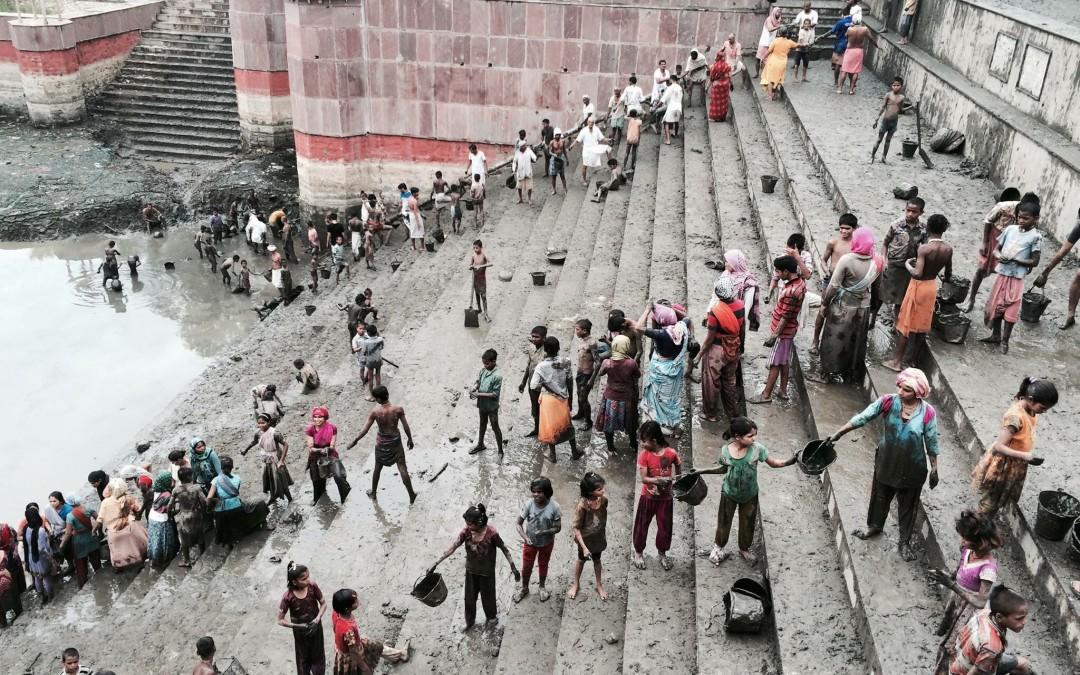 Cleaning of Priya Kund (Piri or Pili Pokhar) in Barsana